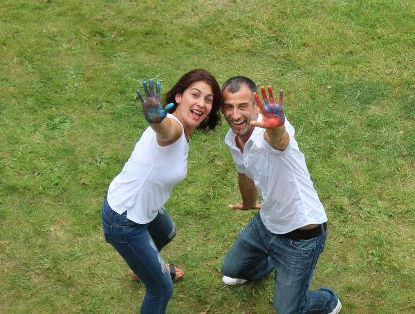 Antonio y Romina os dan la Bienvenida a Cefine con esa expresión de alegría e ilusión que reflejan sus caras